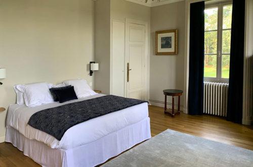 chambre grise - maison de famille de luxe à louer