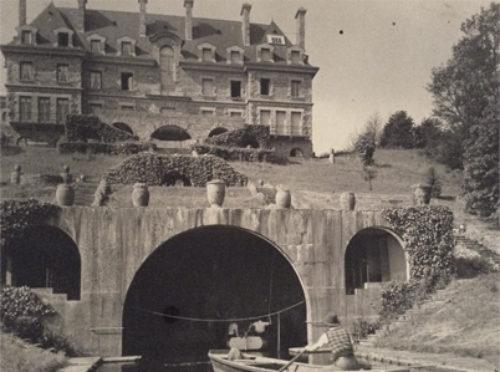 Ancien pont menant à la maison de famille haut de gamme à louer